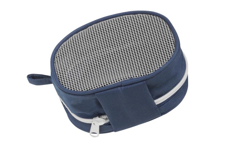 Åsnes Kortfell leveras med en väska som har perforerat material i botten så att stighuden torkar.